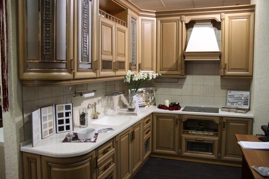 Дизайн угловой кухни из массива 129